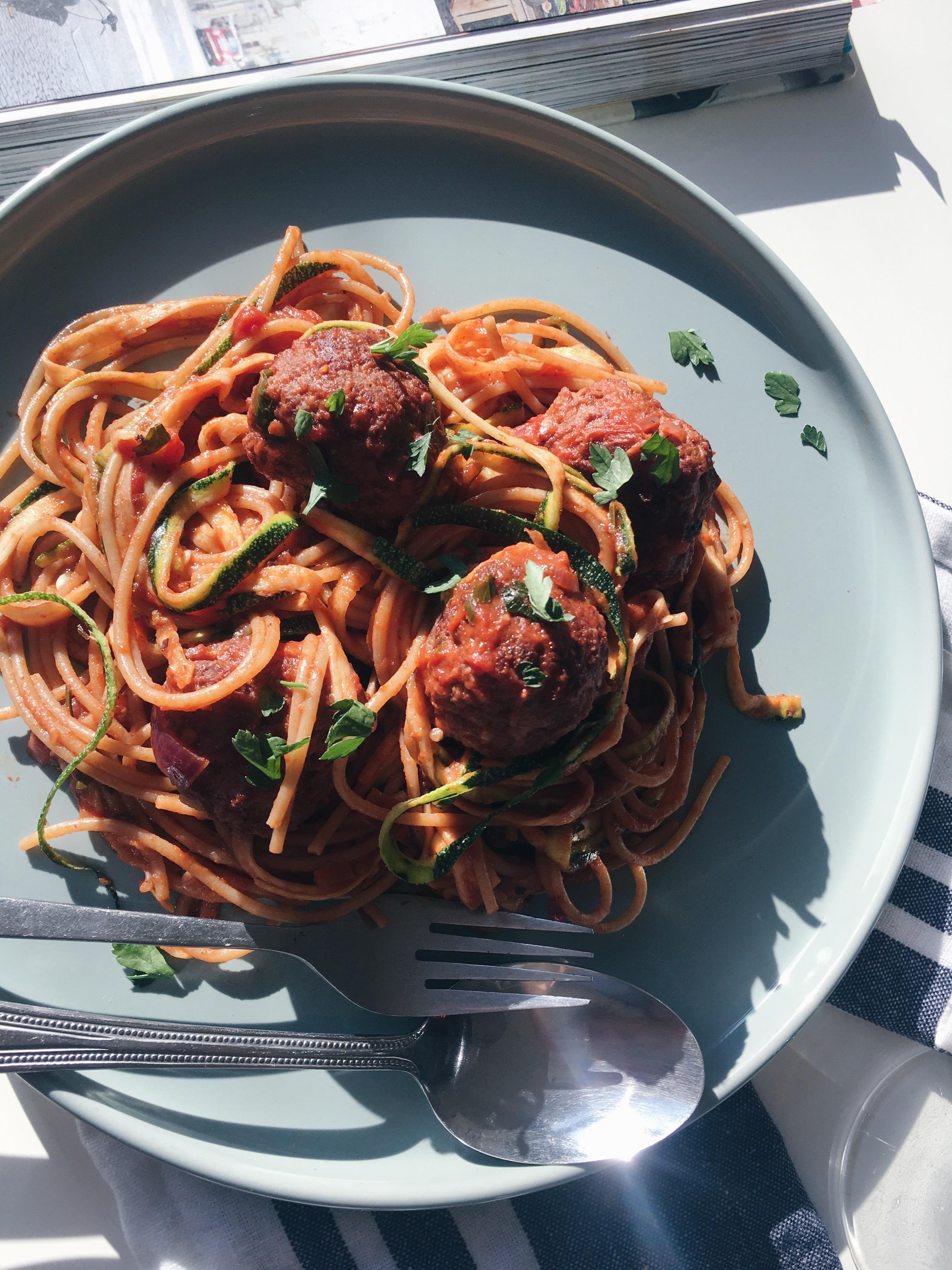 courgetti met gehaktballetjes in tomatensaus