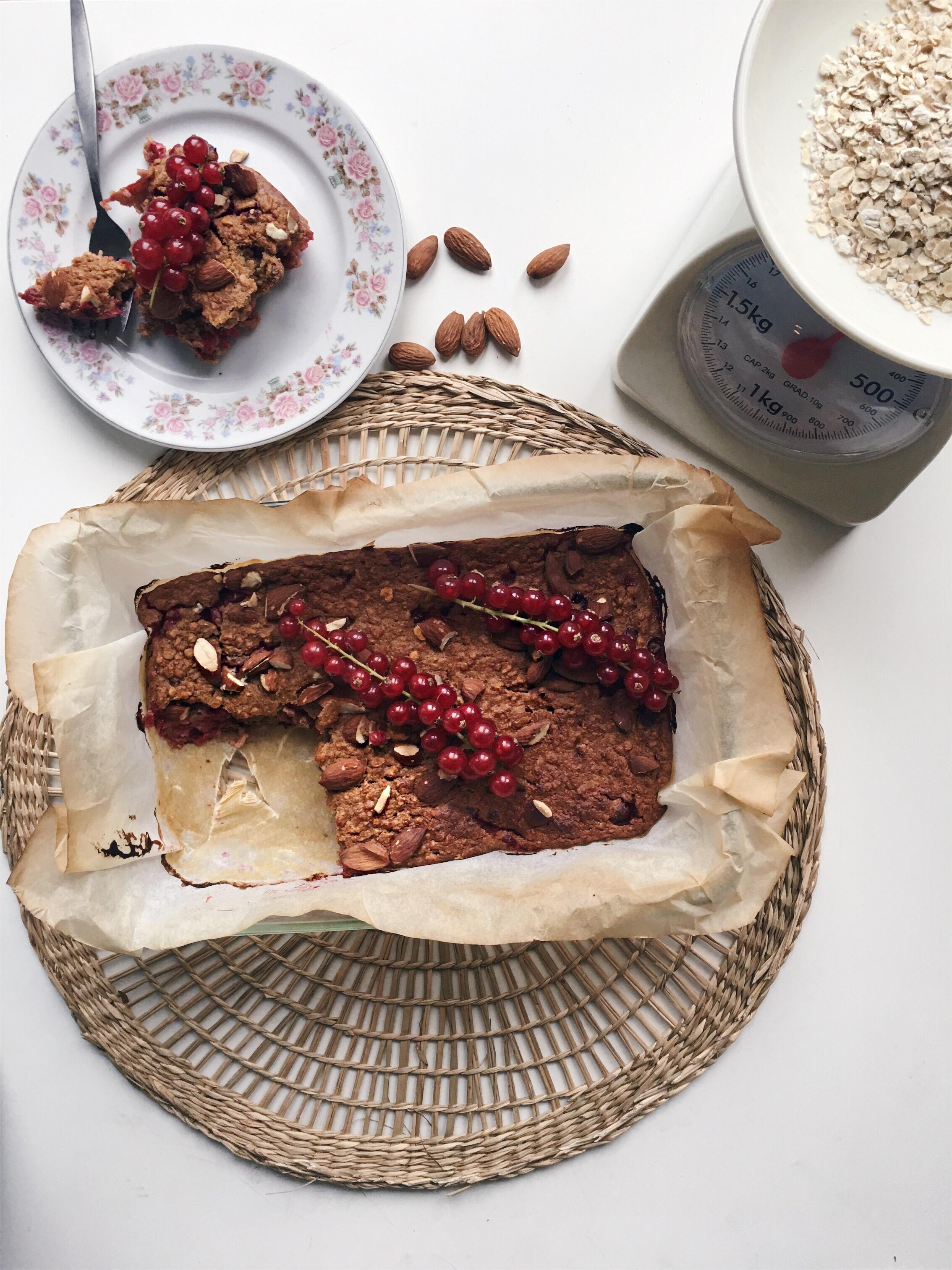 healthy havermout taartje met rode bessen